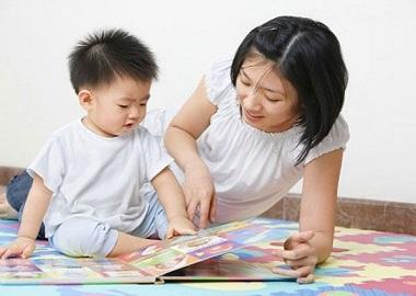 Bé chậm nói do hạn chế tương tác mẹ - con?