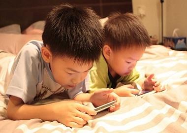 Trẻ chậm nói do xem tivi nhiều?
